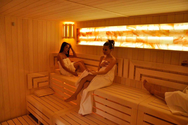 Sauna se solným panelem v Saunaspot Dvorce